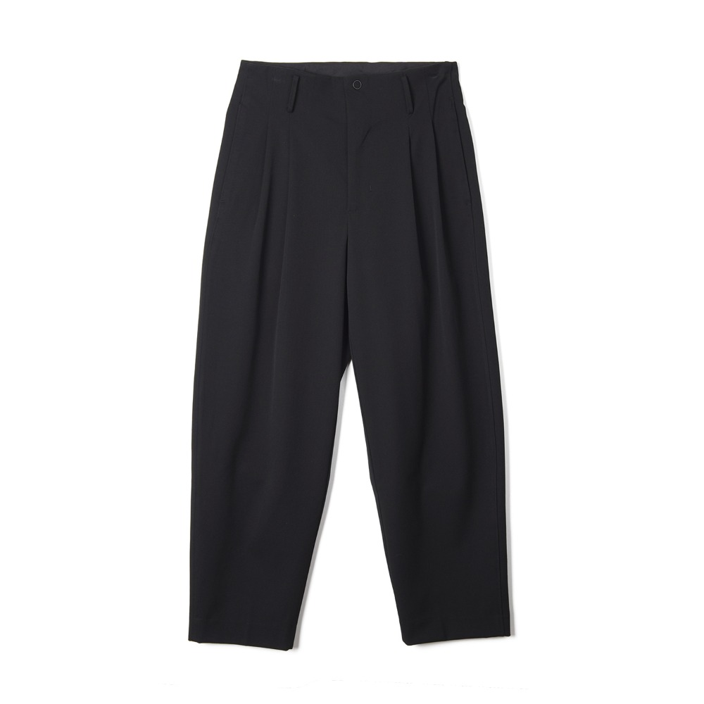 "OOPARTS Two Pleats Carrot-Fit Pants ""Black"""